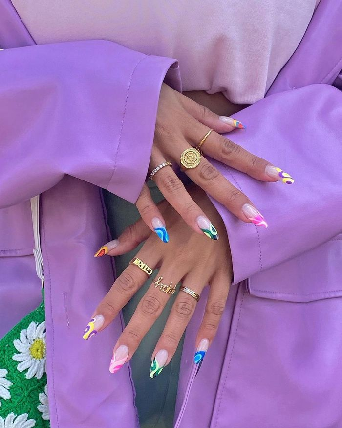 Micro Nail Trends: Celeste with multicoloured nails