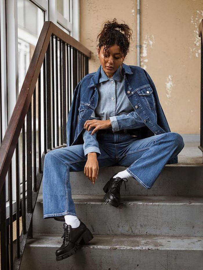 Autumn Denim Trends 2021: @livblankson wears a tripe denim outfit