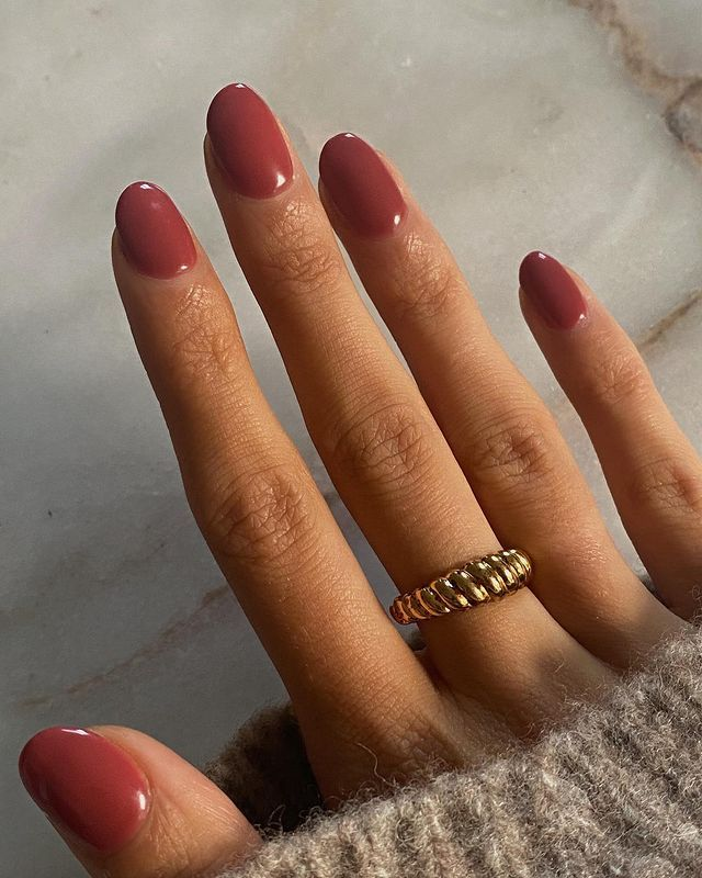 Autumn Nail Colours: @smythsisters with a rose manicure
