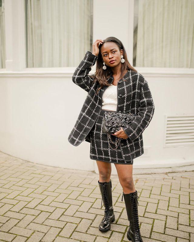 Bouclé Fashion Trend: @eniswardrobe wears a bouclé skirt suit
