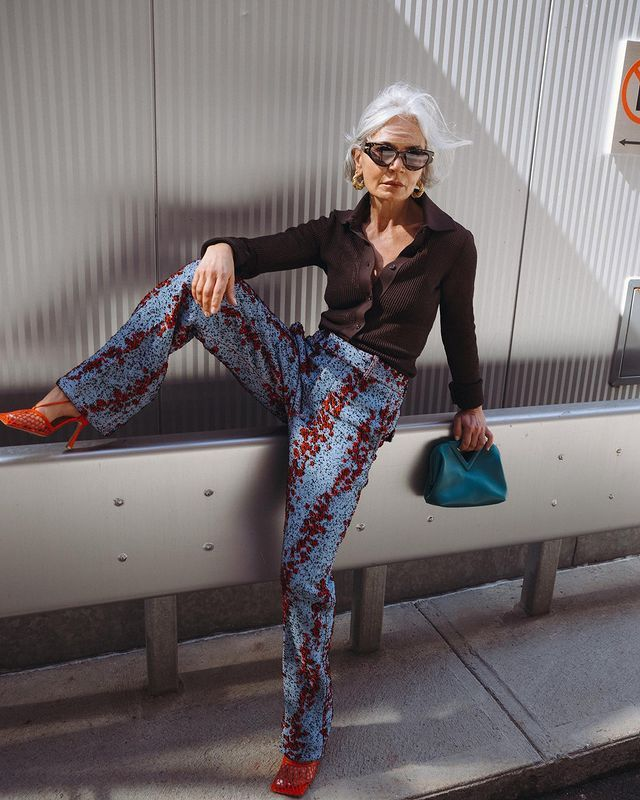 Autumn Print Trends: @greceghanem wears a pair of printed trousers