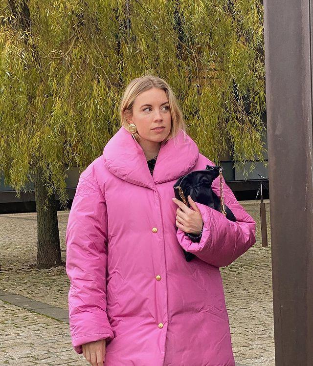 How to wear colour in autumn: @hannasteffanson wears a pink coat