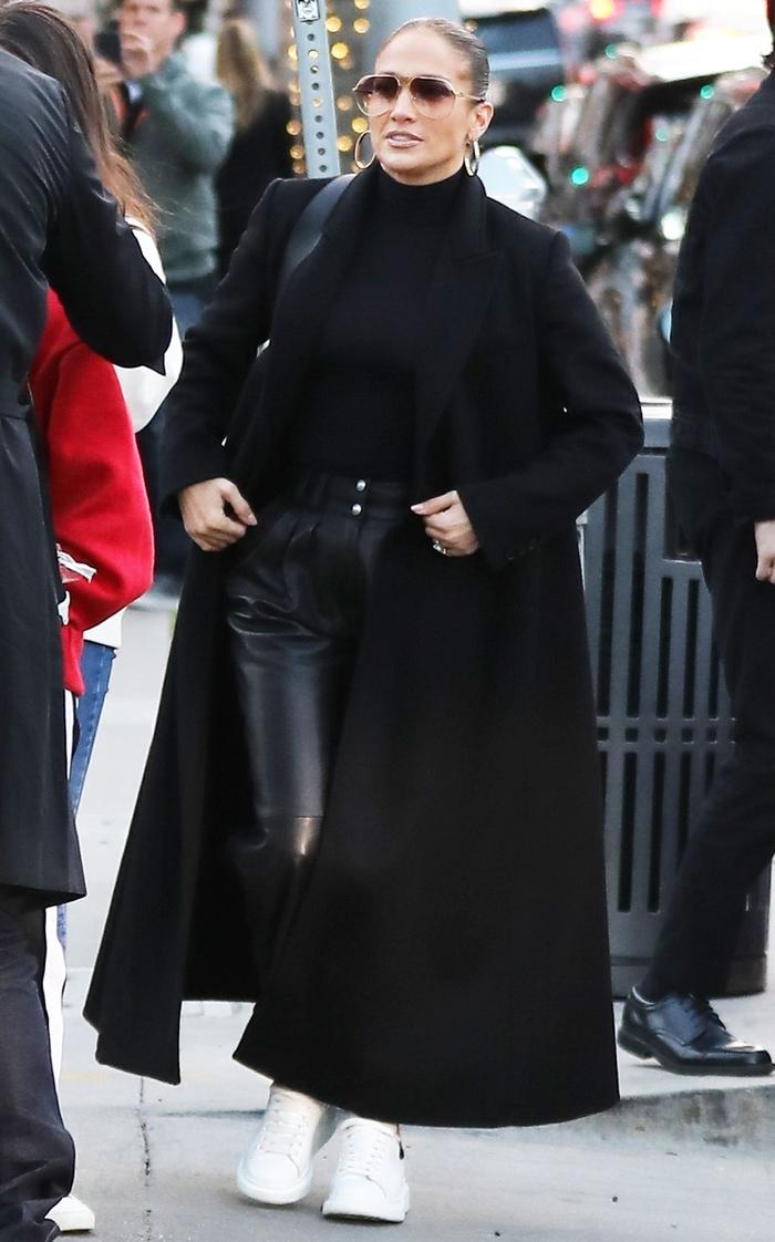 Jennifer López - otoño outfits. Foto Whowhatwea