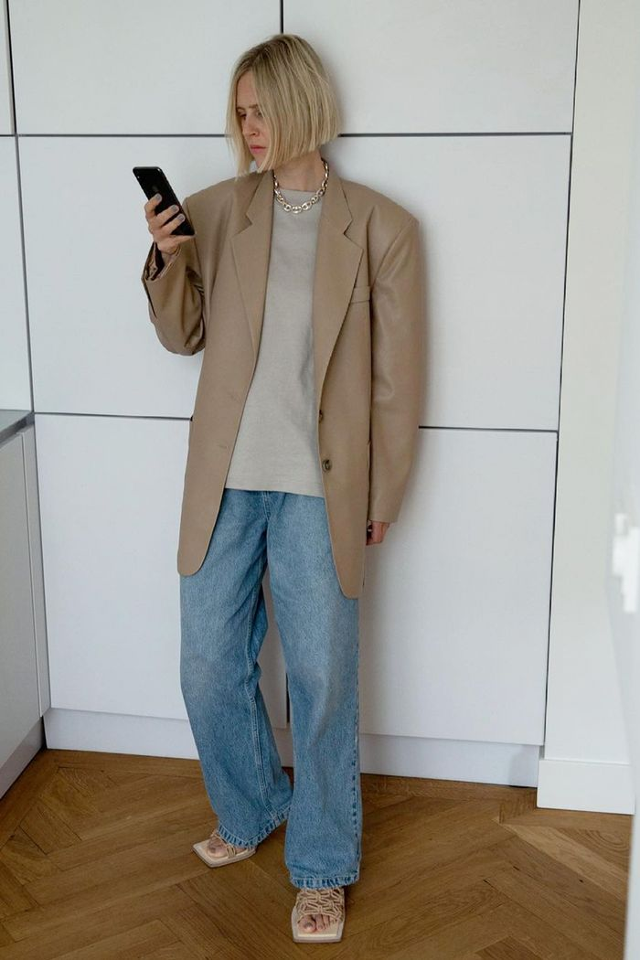 Blazer and baggy jeans outfits