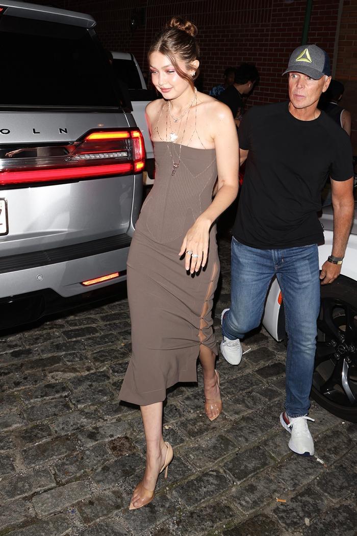 Gigi Hadid, naked shoes