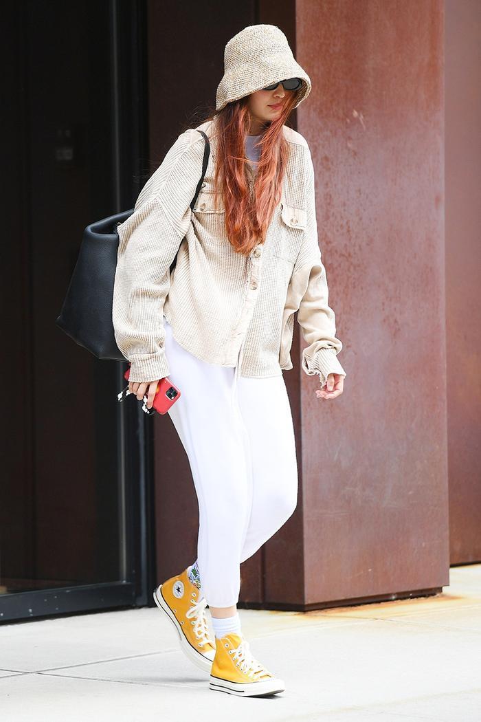 Gigi Hadid travel outfit