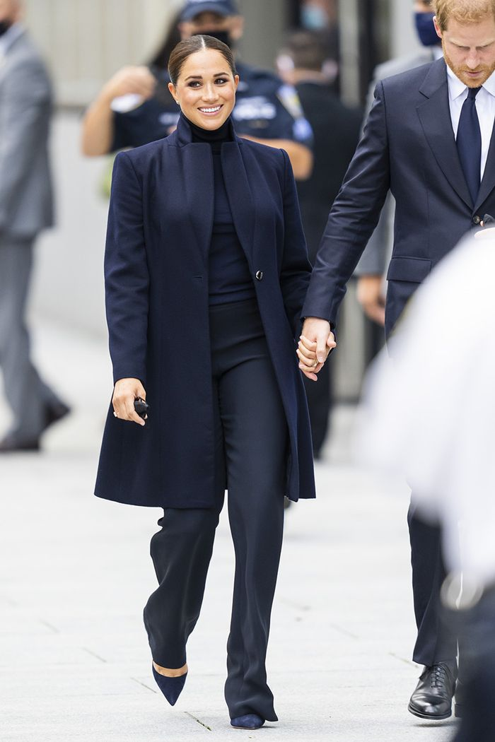 Meghan Markle navy outfit 2021