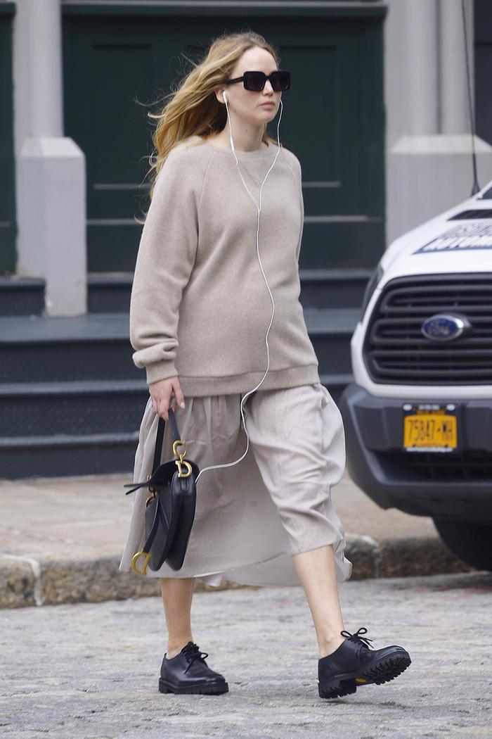 Jennifer Lawrence pregnancy wardrobe