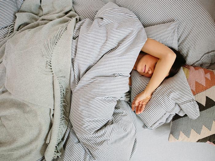 How I Finally Trained Myself To Sleep On My Back Thethirty