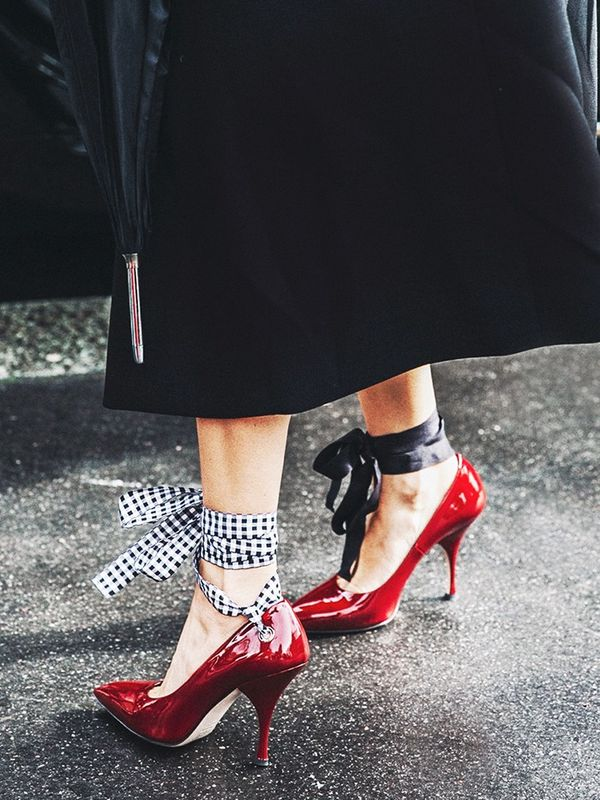 what to wear with red shoes street style