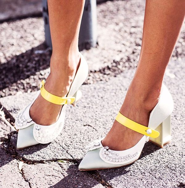 what to wear with green shoes street style