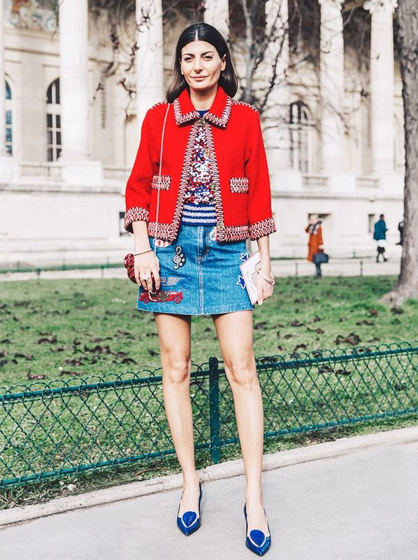 what to wear with blue shoes street style
