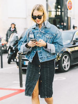 How to Wear an Oversize Denim Jacket