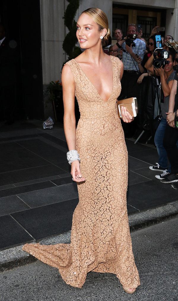 Candice Swanpoel nude dress met gala