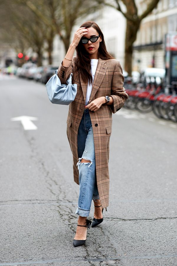Cheat the System Since adding actual inches to your frame is out of the question, there are a few sneaky tricks that we promise work like magic. From finding the perfect pair ofjeans that...