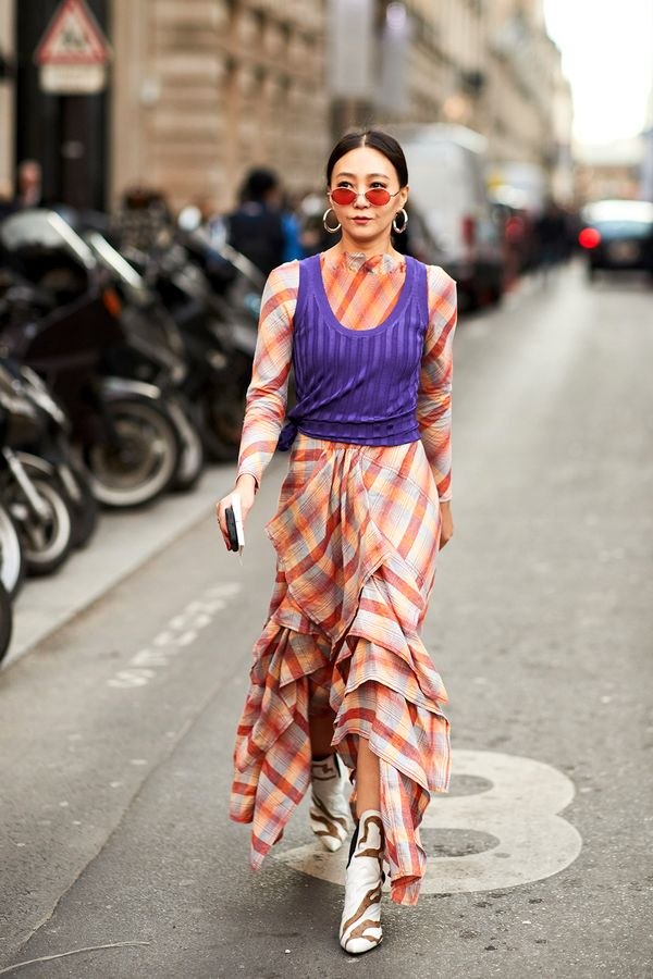 Master Proportions This look proves shorter ladies can pull off floor-grazing statement pieces, too. We know—long and oversize shapes are usually advised against for petite frames since they...