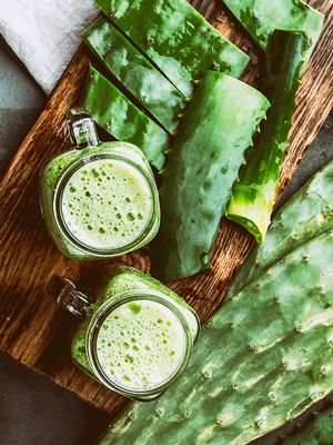 7 Amazing Benefits of Drinking Aloe Vera Juice (Hint: Clearer Skin Included)