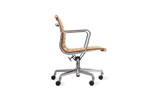 DWR Eames Aluminium Management Chair