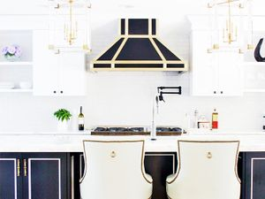A Dated Kitchen Gets a Stunning Modern Makeover