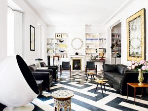See a High-Contrast, High-Style Salon