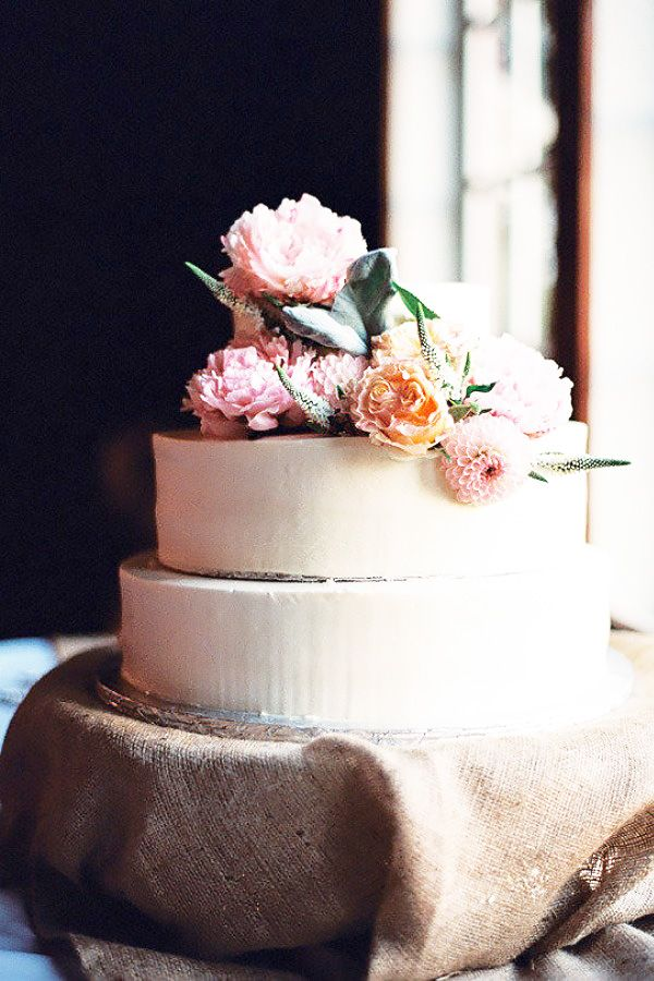 Faux Pas 6: Leaving before the cake is cut.