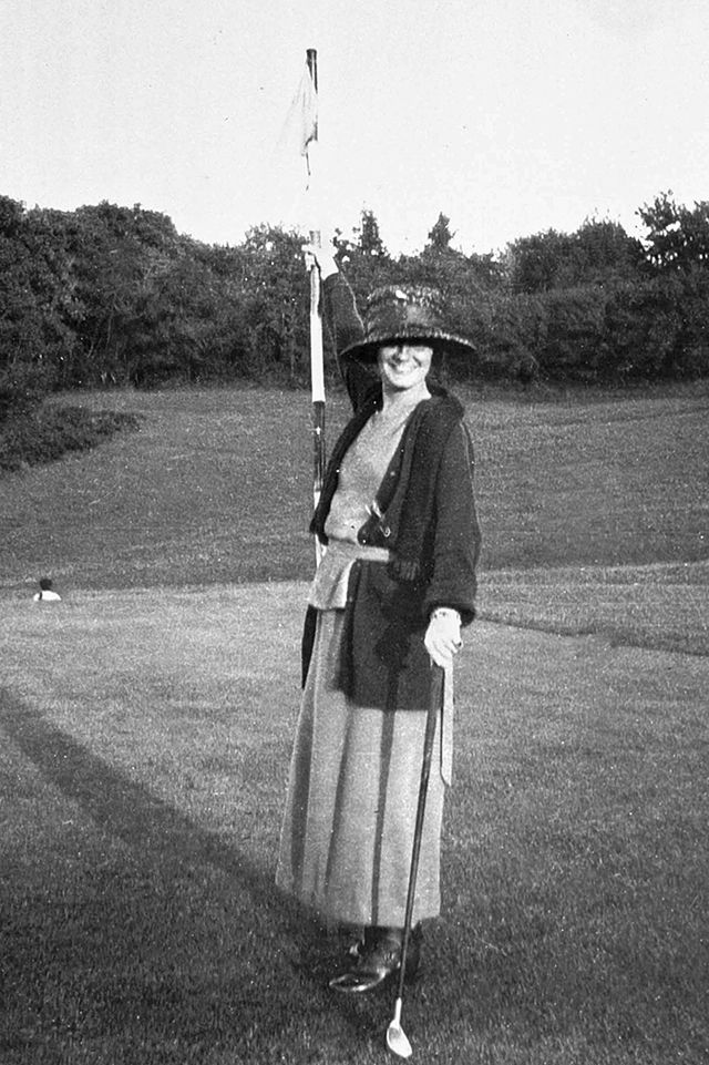 Coco Chanel playing golf, 1910