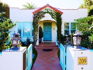Inside Kesha's Surprisingly Tame Venice Beach Bungalow