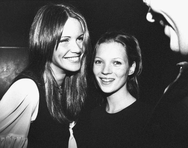 Moss at her 19th birthday party with Elle MacPherson.