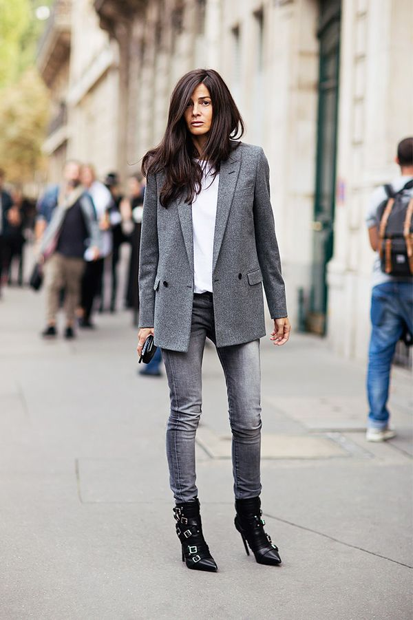 Blazer + T-Shirt + Skinny Jeans + Buckle Boots