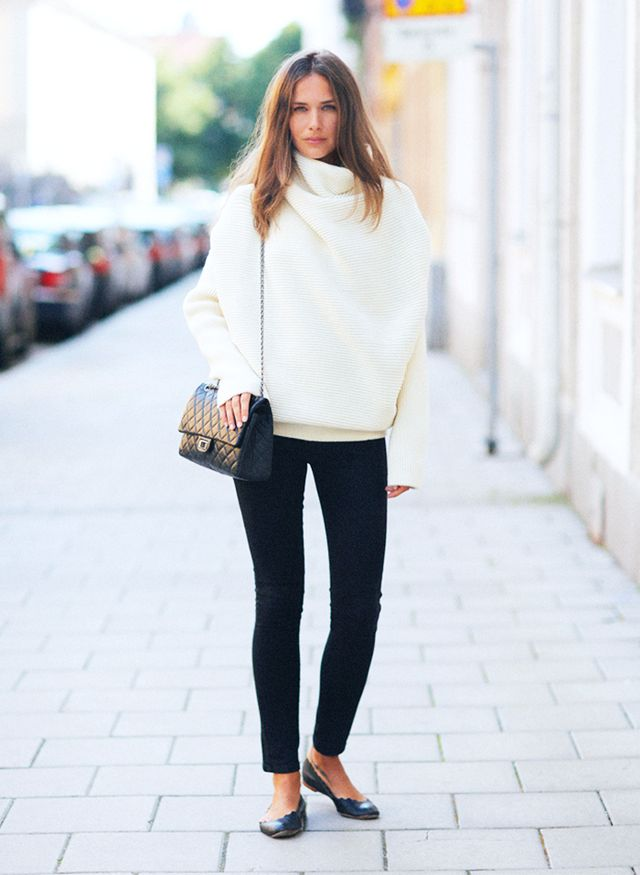 3. Oversized White Sweater + Black Skinny Jeans + Black Accessories