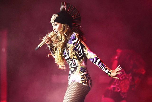 How Beyoncé Does 13 Quick Changes on Stage During Her Tour