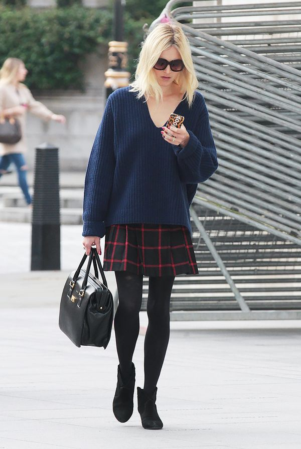 V-Neck Sweater + Plaid Skirt + Black Booties = Weekend Brunch Outfit