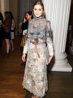 A Step-By-Step Guide to Tying Your Belt Like Olivia Palermo