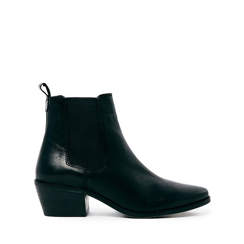 Peetra Pointed Chelsea Boots