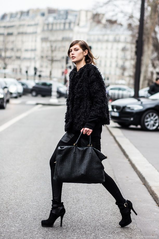 Street Style: Model Off-Duty | Black on Black