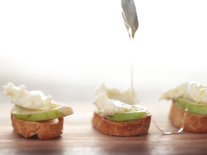Pear and Gorgonzola Crostini