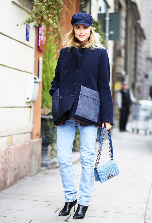 Light-Wash Jeans + High-Heeled Leather Boots