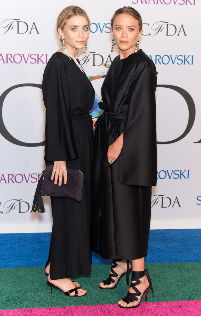 What Mary-Kate and Ashley Olsen ALWAYS Carry in Their Bags