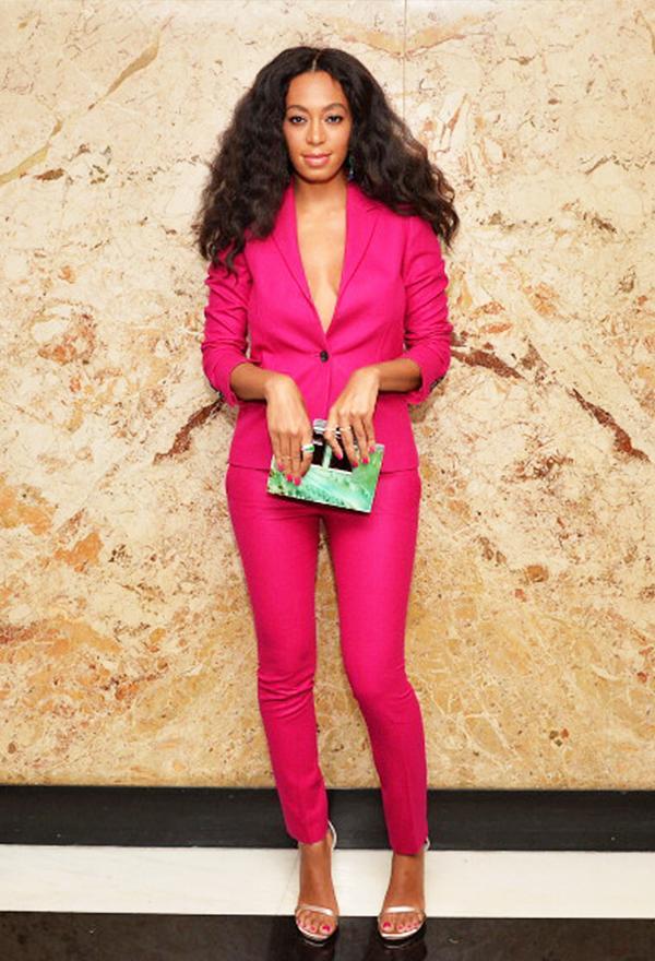 Colours That Suit Brunettes: hot pink