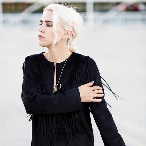 Courtney Trop Hair Clip Street Style