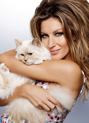 Gisele Bundchen & Karl Lagerfeld's Cat Choupette Pose For Vogue Brazil