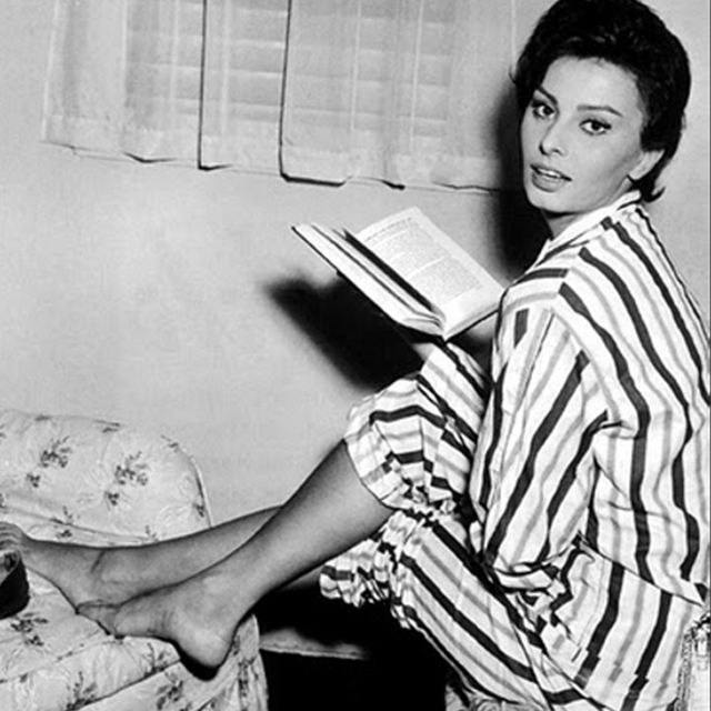 #TBT: Sophia Loren Justifies Our Lazy Morning in Cute Pajamas