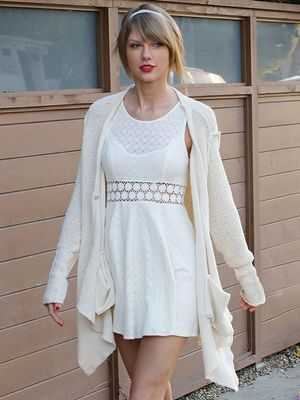 Taylor Swift Soaks Up the L.A. Sun in Cute Spring-Ready Pieces