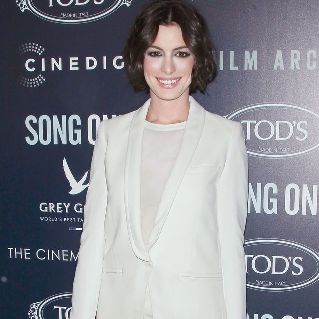 How Anne Hathaway Made a T-Shirt Work on the Red Carpet