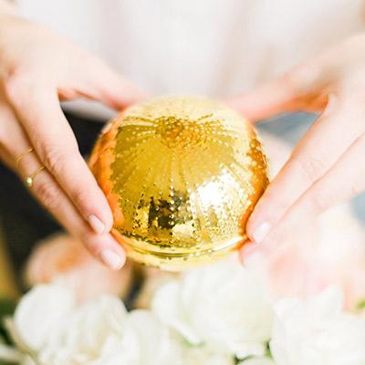 10 Gorgeous Engagement Gift Ideas