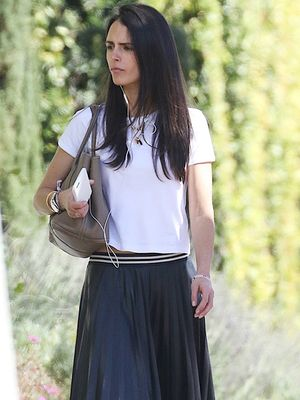 Jordana Brewster Puts Her Own Stylish Spin on Theory's Covetable Tennis Skirt