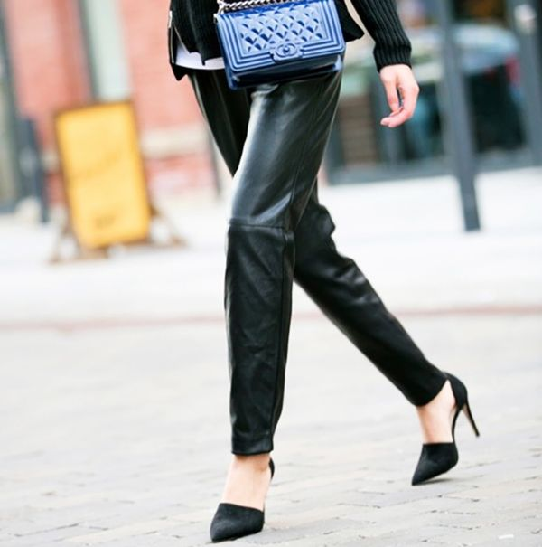 Loose-fitting leather pants with pointed heels
