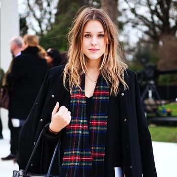 9 Incredibly Cool Ways To Wear A Plaid Scarf