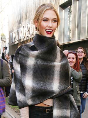 Karlie Kloss Perfects Model-Off-Duty Chic