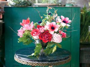 How to Arrange Grocery Store Flowers to Look Like a Million Bucks